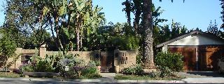 The sustainable gardener's lair: Entrance to the Santa Barbara garden of landscape architect Owen Dell. Photo: Emily Green